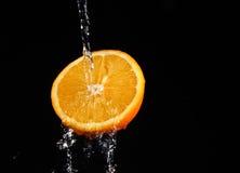 新鲜的橙色飞溅水 库存图片
