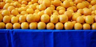 新鲜的水多的果子桔子 图库摄影