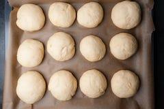 新鲜的汉堡包小圆面包/奶油蛋卷面团 免版税库存照片