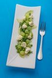 新鲜的沙拉用葡萄和乳酪 免版税库存图片