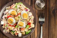新鲜的沙拉用蒸丸子和鸡蛋 库存图片