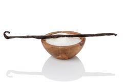 新鲜的波旁酒香草荚和糖 免版税图库摄影