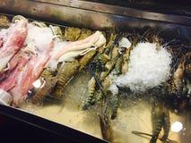 新鲜的海鲜在夜市场上在华欣 免版税库存照片