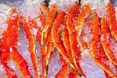 新鲜的海鲜在鱼市上 图库摄影