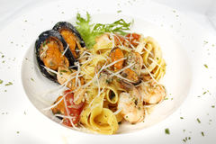 新鲜的海鲜黑色乌贼墨水coulored意粉面团tipycal意大利食物 免版税库存图片