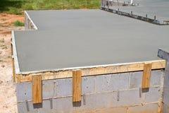 新鲜的混凝土板 免版税库存照片
