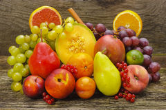 新鲜的混杂的果子 免版税库存照片