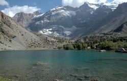 新鲜的湖山 免版税库存照片