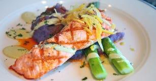 新鲜的烤土豆泥紫色三文鱼 图库摄影