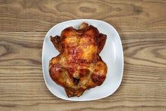 新鲜的烤箱烤整鸡 库存图片