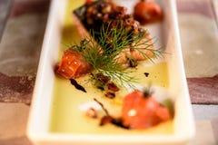新鲜的烤鲑鱼排 免版税库存照片