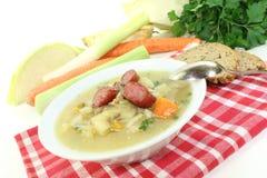 新鲜的煮熟的空白圆白菜炖煮的食物 免版税库存图片