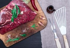 新鲜的牛肉片断  库存照片