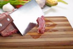 新鲜的猪排和菜 免版税库存图片