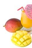 新鲜的玻璃汁液芒果 免版税库存照片