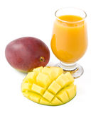新鲜的玻璃汁液芒果 库存照片
