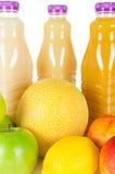 新鲜的瓶汁液用在白色隔绝的果子 免版税库存图片
