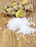 新鲜的盐味的开心果 免版税库存图片