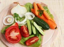 新鲜的盛肉盘蔬菜 免版税库存图片