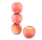 新鲜的红色桃子,嫩果子为健康夏天充分节食在白色背景隔绝的维生素 库存照片