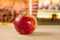 新鲜的红色苹果詹姆斯追悼与推车 图库摄影