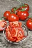新鲜的红色蕃茄 免版税库存图片