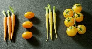 新鲜的红萝卜和蕃茄连续安排了4k 影视素材