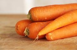 新鲜的红萝卜在厨房里 图库摄影