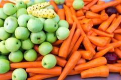 新鲜的红萝卜在市场 库存照片