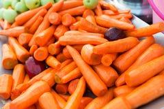 新鲜的红萝卜在市场 库存图片
