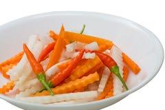 新鲜的红萝卜, daikon,被腌制的辣椒 库存照片