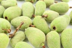 新鲜的绿色杏仁果子 库存图片