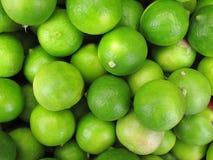 新鲜的绿色柠檬 免版税库存照片