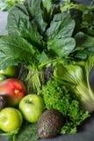 新鲜的绿色蔬菜和水果,饮食healt的成份 图库摄影