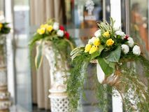 新鲜的美丽的花花束 免版税库存图片