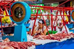 新鲜的肉在绿色义卖市场,阿尔玛蒂的待售 免版税库存照片