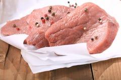 新鲜的肉里脊肉白色包装 免版税图库摄影