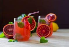 新鲜的自创柠檬薄荷和血橙柠檬水 库存图片