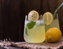 新鲜的自创柠檬薄荷柠檬水 免版税库存图片