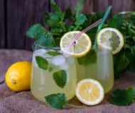 新鲜的自创柠檬薄荷柠檬水 库存图片