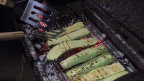 新鲜的自创绿色夏南瓜烤了 股票录像