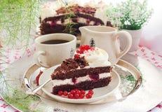 新鲜的自创黑森林蛋糕片断  免版税库存照片