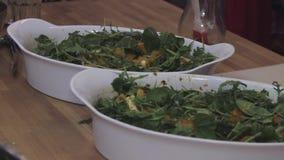 新鲜的芝麻菜沙拉,健康食品,饮食,被射击的滑子 股票录像