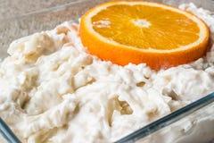 新鲜的芹菜沙拉用桔子和酸奶 图库摄影