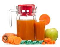 新鲜的苹果红萝卜汁 免版税库存照片