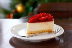 新鲜的草莓乳酪蛋糕 选择聚焦 免版税库存照片