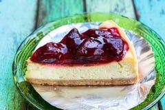 新鲜的草莓乳酪蛋糕 图库摄影