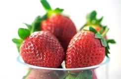 新鲜的草莓果子宏观特写镜头  免版税库存照片