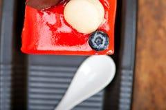 新鲜的草莓酸奶奶油甜点 免版税库存图片