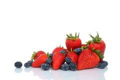 新鲜的莓果堆 免版税库存图片